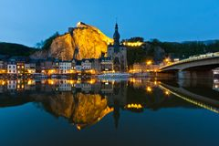 Arquitectura da cidade de Dinant no rio Meuse, Bélgica fotografia de stock royalty free