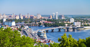 Arquitectura da cidade de Kiev e rio de Dnieper Foto de Stock