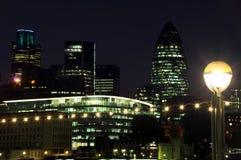 Arquitectura da cidade de Londres na noite Imagens de Stock
