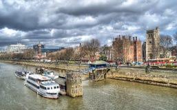 Arquitectura da cidade de Londres, vista da ponte da torre fotografia de stock royalty free