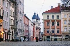 Arquitectura da cidade de Lvov na manhã Fotos de Stock Royalty Free