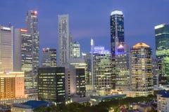 Arquitectura da cidade de Singapore no crepúsculo Imagem de Stock