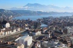 Arquitectura da cidade do inverno de Lucerne Switzerland fotografia de stock