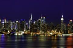 New York Manhattan na noite Fotografia de Stock Royalty Free