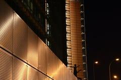 Arquitectura da cidade na noite fotografia de stock