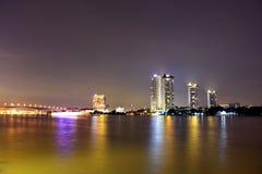 Arquitectura da cidade na noite em Banguecoque Imagens de Stock Royalty Free