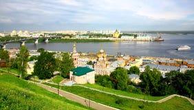 Arquitectura da cidade panorâmico de Nizhny Novgorod na manhã Imagens de Stock