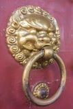 Arquitectura de China del oro de los tiradores de puerta Fotografía de archivo libre de regalías