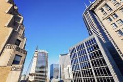 Arquitectura de Indianapolis con el capitolio del estado y soldado y Sai fotografía de archivo libre de regalías