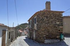 Arquitectura de la casa del esquisto y del granito de Castelo Melhor Fotos de archivo