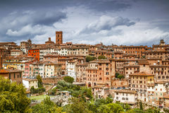 Arquitectura de la ciudad de la tierra de Siena, Italia Foto de archivo libre de regalías