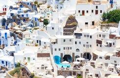 Arquitectura de la ciudad de Oia en la isla de Santorini, Grecia, Europa Imagen de archivo libre de regalías