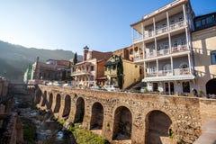 Arquitectura de la ciudad vieja de Tbilisi, en el distrito de Abanotubani Imagenes de archivo