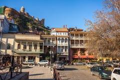 Arquitectura de la ciudad vieja de Tbilisi, en el distrito de Abanotubani Fotos de archivo libres de regalías