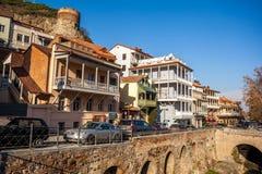 Arquitectura de la ciudad vieja de Tbilisi, en el distrito de Abanotubani Foto de archivo libre de regalías