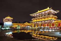 Arquitectura de la obra clásica china en el espejo foto de archivo libre de regalías