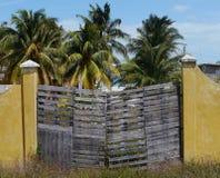 Arquitectura de la pared de la puerta principal del verano de México del chelem de las casas de playa imágenes de archivo libres de regalías