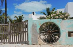 Arquitectura de la pared de la puerta principal del verano de México del chelem de las casas de playa imagen de archivo libre de regalías