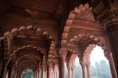 Arquitectura de la piedra arenisca en palacio rojo del fuerte Fotos de archivo