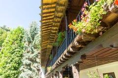 Arquitectura de madera del monasterio de Troyan en Bulgaria Fotos de archivo libres de regalías