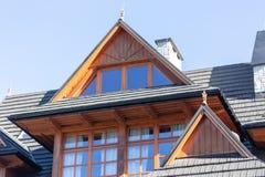 Arquitectura de madera tradicional de la casa en Zakopane en Polonia foto de archivo libre de regalías