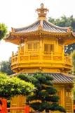 Arquitectura de oro hermosa del estilo chino de la pagoda en Nan Lian G Imagen de archivo