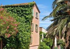 Arquitectura de Saint Tropez de la ciudad Imagenes de archivo
