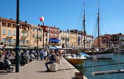 Arquitectura de Saint Tropez de la ciudad en el puerto Fotografía de archivo libre de regalías