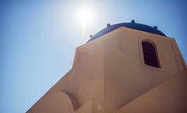 Arquitectura del blanco del pueblo de Grecia, isla de Santorini, Oia Foto de archivo