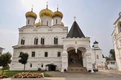 Arquitectura del monasterio de Ipatievsky de la trinidad santa Aquí el primer zar de la dinastía de Romanov Foto de archivo