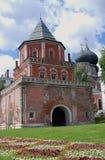 Arquitectura del señorío de Izmailovo en Moscú Torre del puente Imagen de archivo