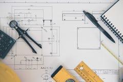 Arquitectura, dirigiendo planes y el equipo de dibujo Fotos de archivo libres de regalías
