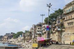 Arquitectura en la ciudad de Varanasi de la India en el río Ganges Fotografía de archivo