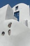 Arquitectura en Oia en la isla de Santorini, Grecia Imagen de archivo libre de regalías