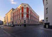 Arquitectura hermosa en la parte central de Gliwice durante puesta del sol Imagenes de archivo