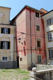 Arquitectura histórica de Piran, Eslovenia imagenes de archivo