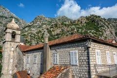 Arquitectura histórica y montañas fotos de archivo libres de regalías