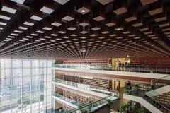 Arquitectura interior de la biblioteca pública de Chengdu imagen de archivo libre de regalías
