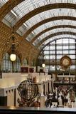 Arquitectura interior del museo de Orsay en París, Francia imágenes de archivo libres de regalías