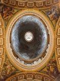 Arquitectura italiana de la iglesia imágenes de archivo libres de regalías