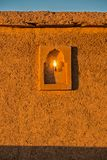Arquitectura marroquí tradicional hecha de ladrillos de adobe de la arcilla Foto de archivo libre de regalías