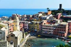 Arquitectura mediterránea tradicional de Vernazza, Italia Imagen de archivo libre de regalías