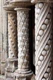 Arquitectura modelada piedra gótica de las columnas Fotos de archivo libres de regalías