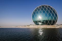 Arquitectura moderna Abu Dhabi del HQ de Aldar Fotos de archivo libres de regalías