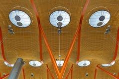 Arquitectura moderna en el aeropuerto de Barajas, Madrid, España imagen de archivo