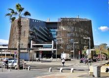 Arquitectura moderna en el puerto olímpico de Barcelona, España imagen de archivo libre de regalías