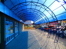 Arquitectura moderna, pabellón azul, Kamenets Podolskiy, Ucrania Foto de archivo