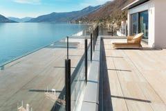 Arquitectura moderna, terraza hermosa fotografía de archivo libre de regalías