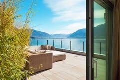 Arquitectura moderna, terraza hermosa foto de archivo