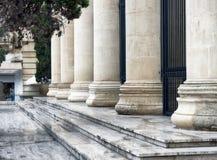 Arquitectura romana de las columnas en La Valeta, Malta Foto de archivo